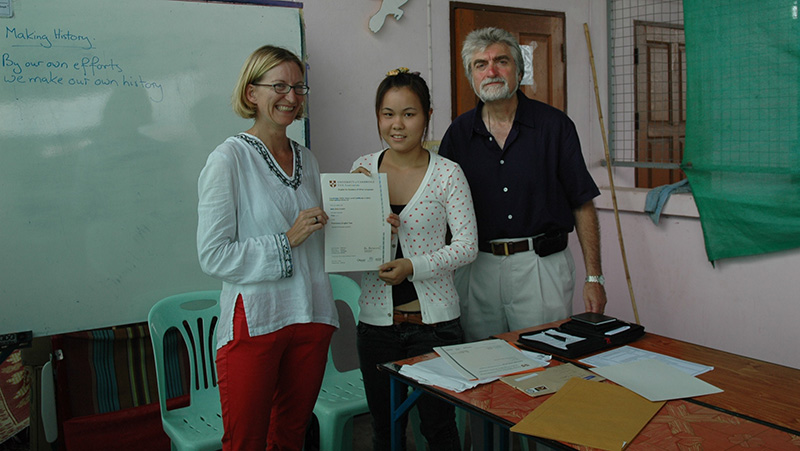 Working with Refugees - Presentation of Cambridge Certificates for refugee and migrant teacher large