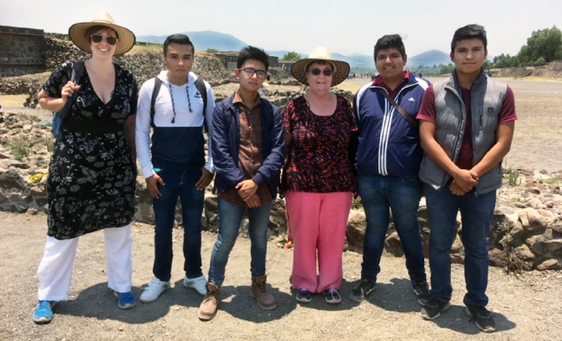 Annemarie and Rosemary with Mexican students